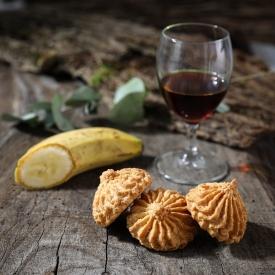 Banana and rum macaroon  - La Biscuiterie Lolmede