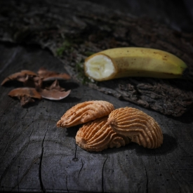 Banana macaroon - La Biscuiterie Lolmede