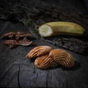 Banana macaroon - Macaroons retail : macaroons with fruits - La Biscuiterie Lolmede