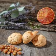 MACARON ABRICOT - Les macarons fruités - La Biscuiterie Lolmede