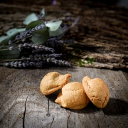 MACARON CARAMEL - Les macarons parfumés - La Biscuiterie Lolmede