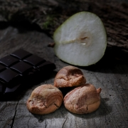 MACARON CHOCO POIRE - Les macarons parfumés - La Biscuiterie Lolmede