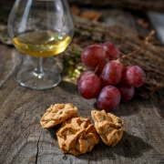 MACARON COGNAC RAISINS - Les macarons alcoolisés - La Biscuiterie Lolmede