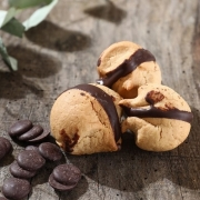 MACARON DOUBLE CHOCO - Les macarons tradition - La Biscuiterie Lolmede