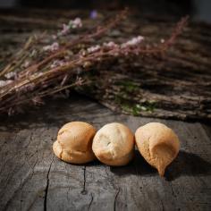 Macarons aux amandes - La Biscuiterie Lolmede
