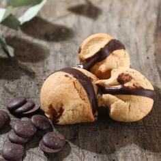 double choco macaroon - La Biscuiterie Lolmede