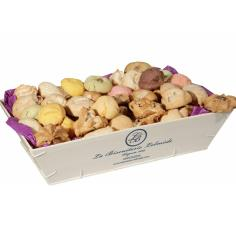 La Biscuiterie Lolmede :  - The wooden box of  macaroons