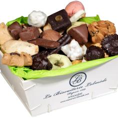 Wooden box with macaroons and chocolates - La Biscuiterie Lolmede