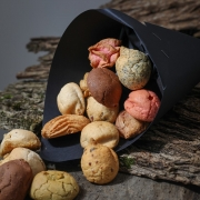 New : Macaroons in a cornet paper - Gifts space - La Biscuiterie Lolmede