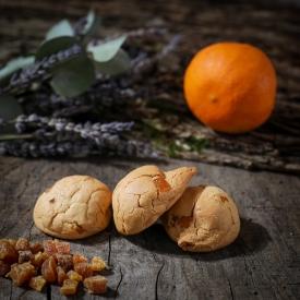 Orange macaroon - La Biscuiterie Lolmede