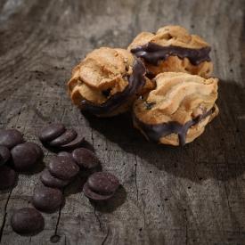 Raisin, rum and chocolate macaroon - La Biscuiterie Lolmede