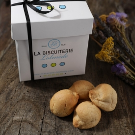 the white box of 500gr of macaroons - La Biscuiterie Lolmede