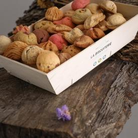 The wooden box of  macaroons (800 gr) - La Biscuiterie Lolmede