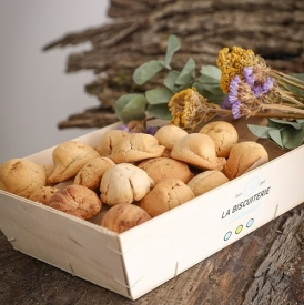 The wooden box of natural macaroons (800 gr) - La Biscuiterie Lolmede
